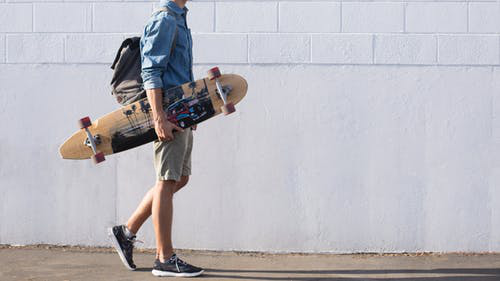 WHAT MAKES A GOOD SKATEBOARD?